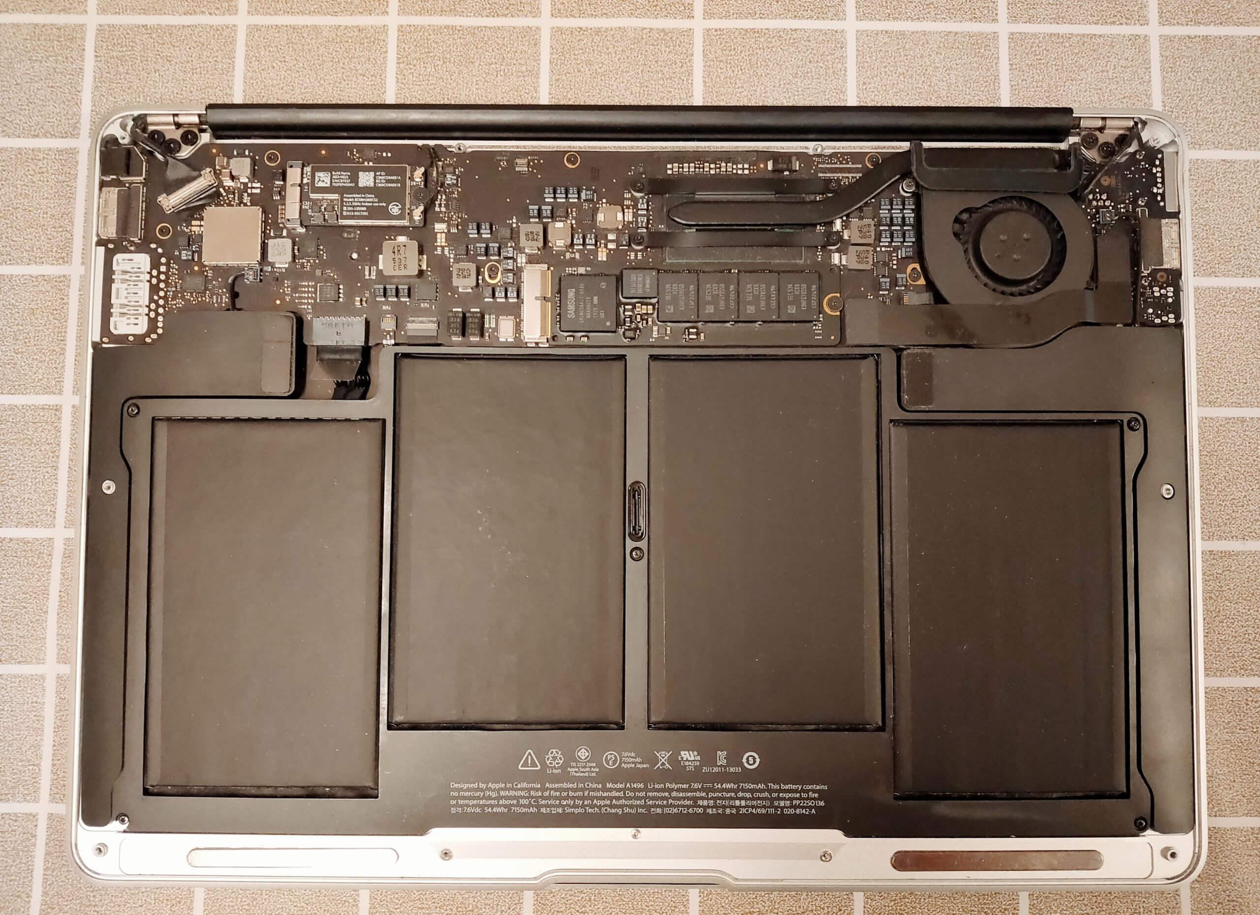 MacBookaAirバッテリー交換を自分でやったら失敗した理由 背面を外す