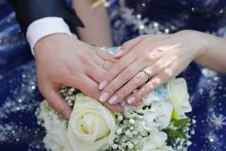 NHK近江アナ入籍日のインスタ!結婚相手の画像や年収、馴れ初めや駆け落ち婚の真相や妊娠の可能性は?