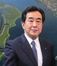 菅義偉 3男 結婚相手の父 梅岡副市長