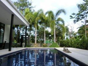 プール付きの家