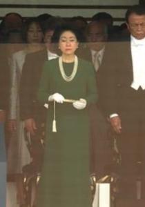 麻生夫人 即位の礼 ドレス