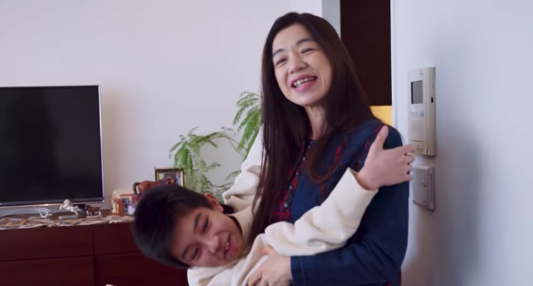 YOSHI 母親